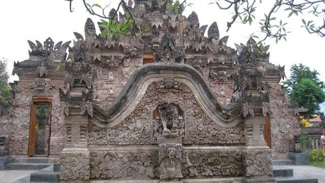 Сингараджа храм на острове Бали