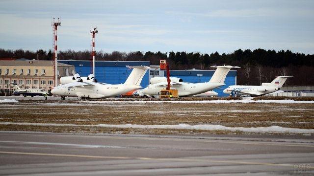 Транспортная авиация ВМФ в Остафьево