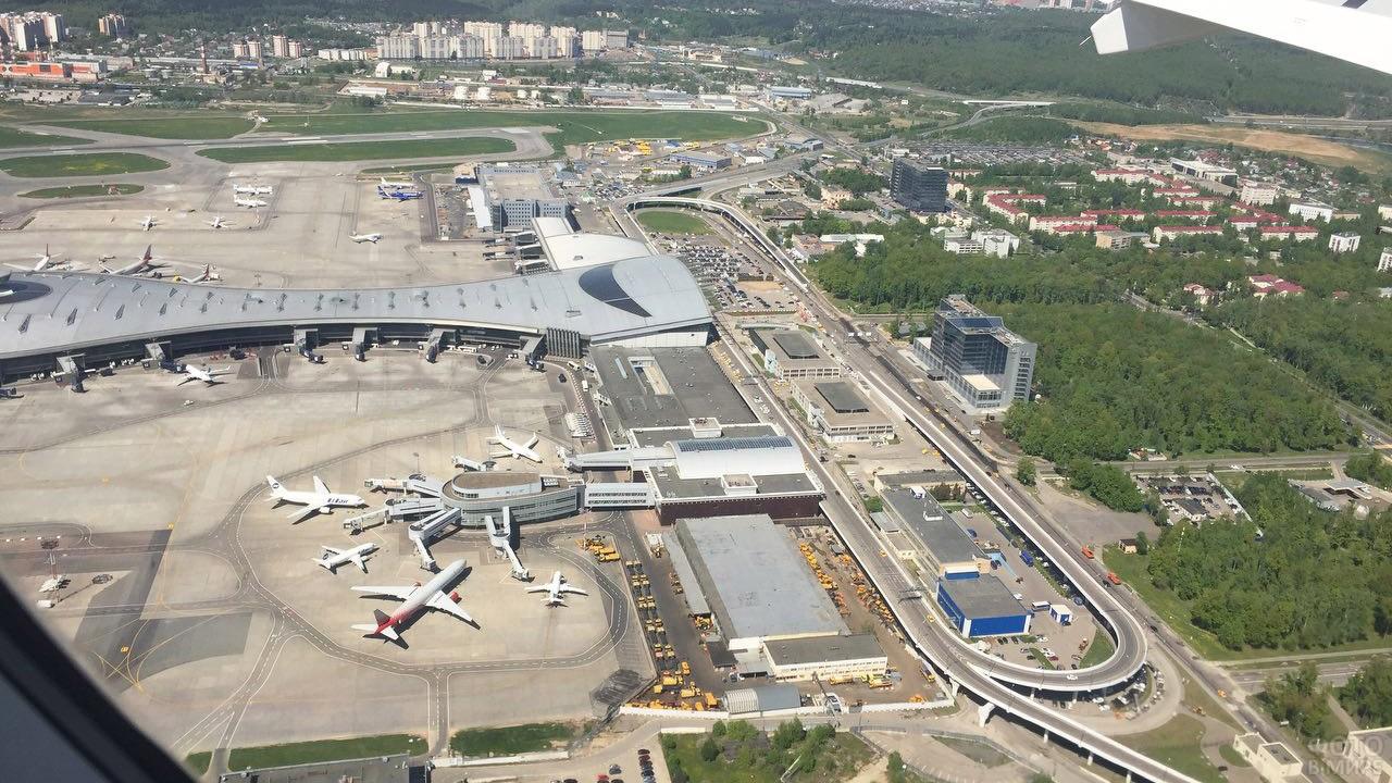 Вид из иллюминатора на аэропорт Внуково