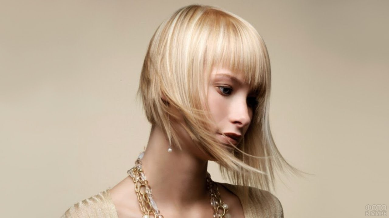 Блондинка с чёлкой