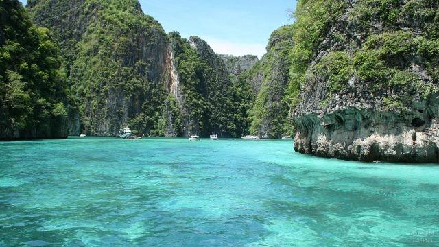 Бухта на острове Пхи Пхи