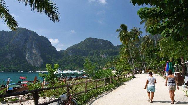 Побережье на острове Пхи Пхи Дон