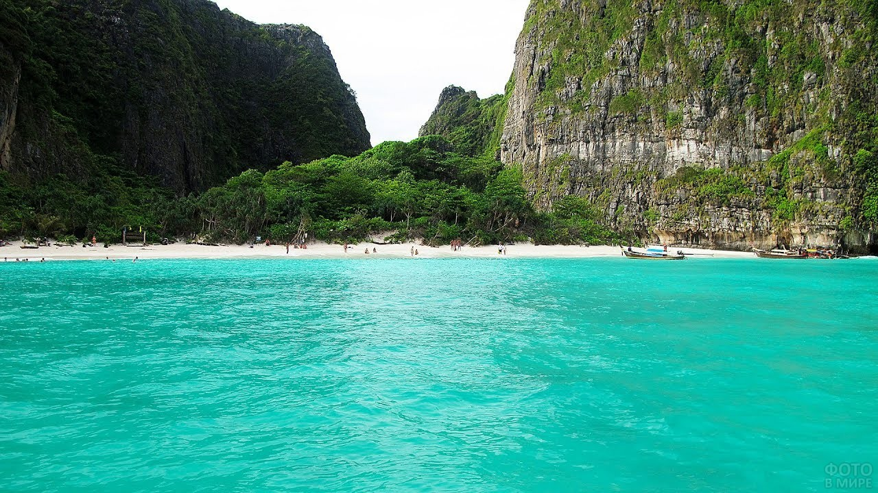 Вид на пляж со стороны моря