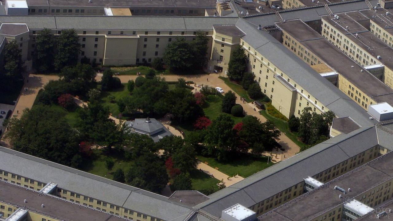 Растительность во внутреннем дворе Пентагона