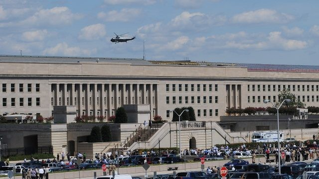 Вертолёт над зданием во время эвакуации