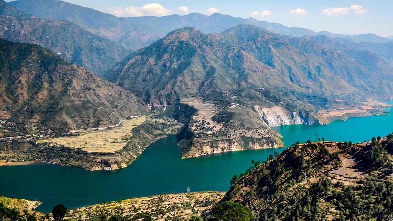 Индийские горы вблизи реки