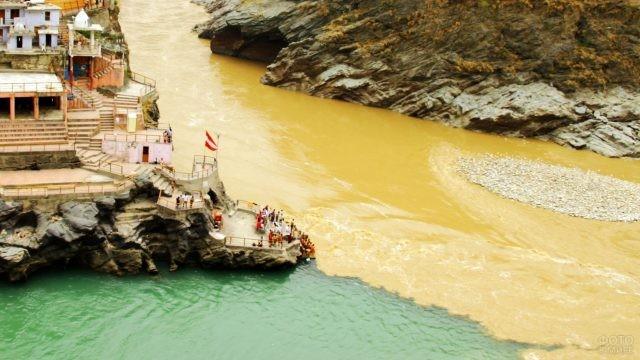 Слияние рек Алакнанда и Бхагиратхи