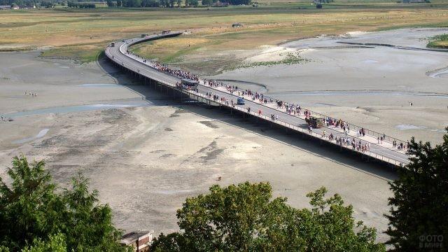 Мост, ведущий к замку