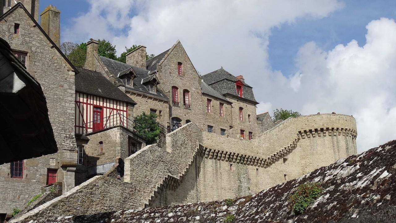 Средневековый городок вокруг крепости