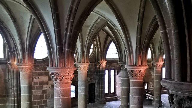 Входная дверь в замок
