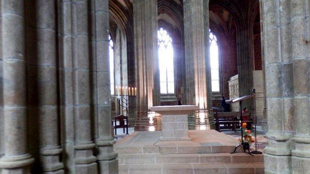 Внутренний интерьер замка