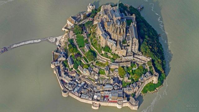 Замок Мон-Сен-Мишель с высоты