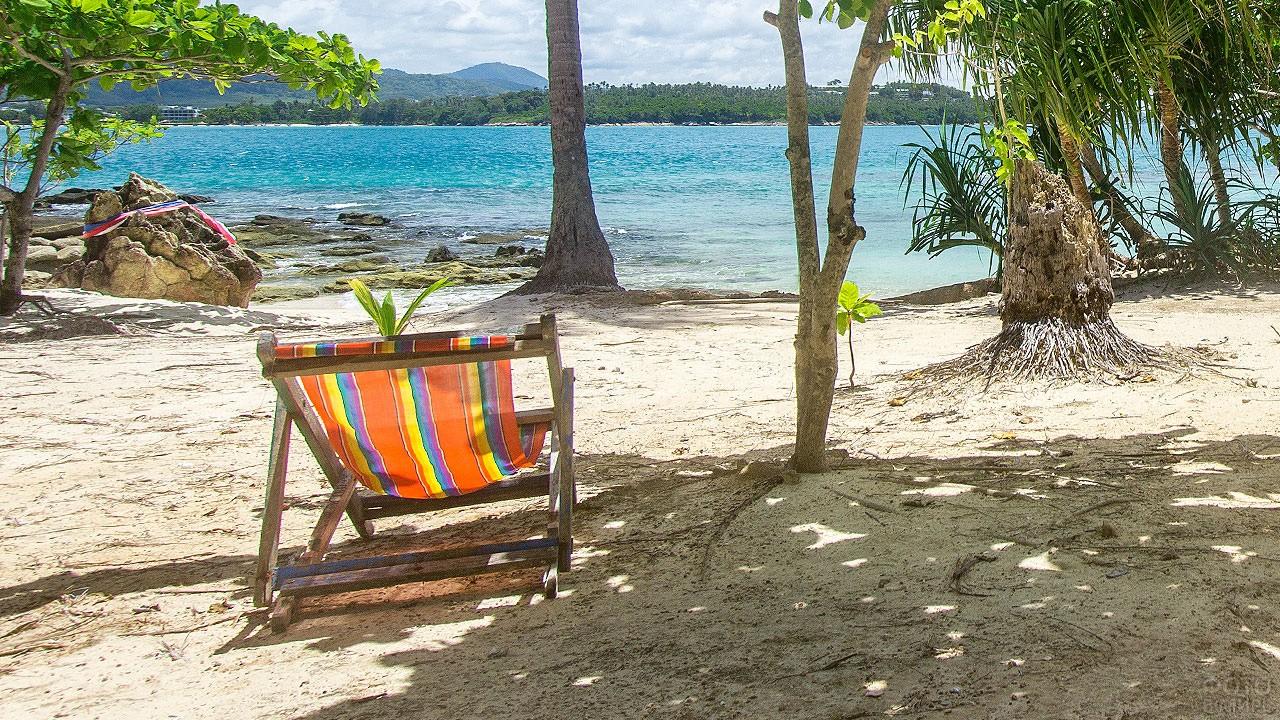 Шезлонг на пляже острова Бон