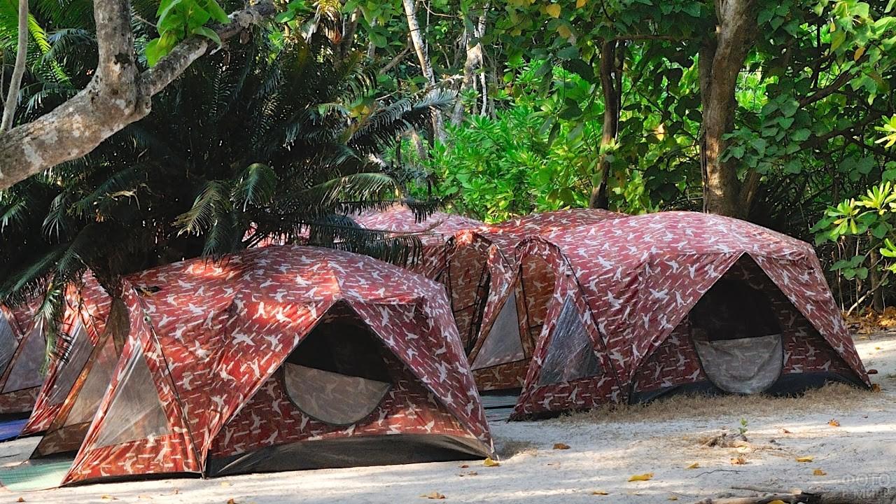 Туристические палатки на Симиланских островах