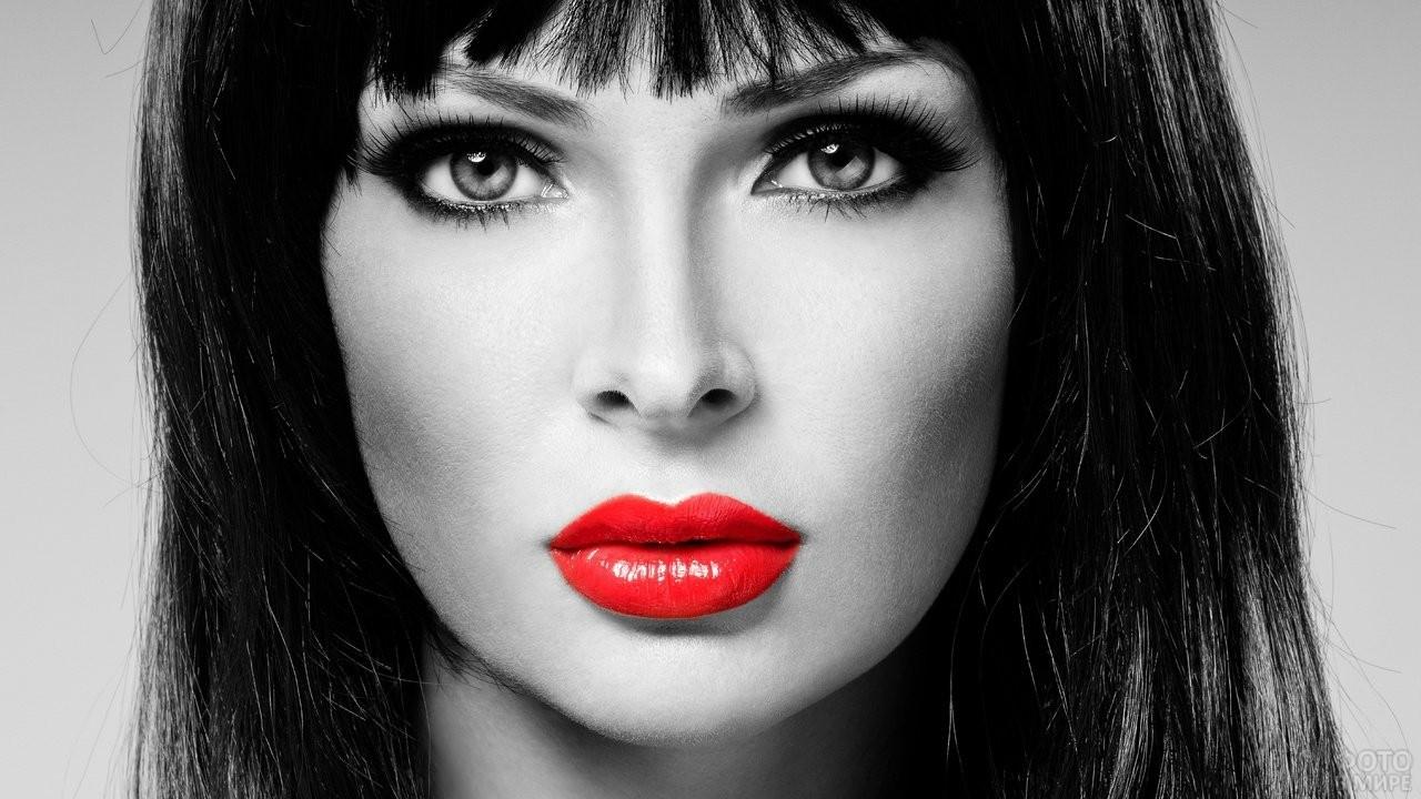 Чёрно-белое фото девушки с красными губами