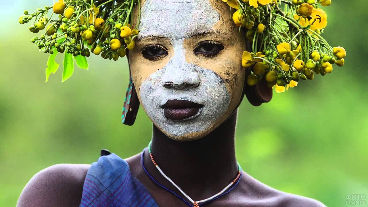 Девушка из племени Сурма