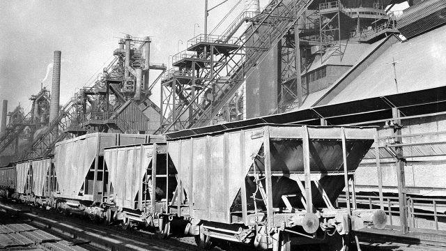 Архивное фото металлургического завода в Нижнем Тагиле, 1954