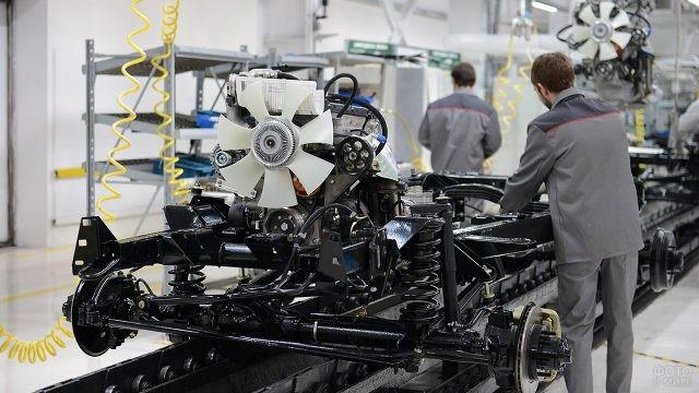 Главный конвейер Ульяновского автомобильного завода
