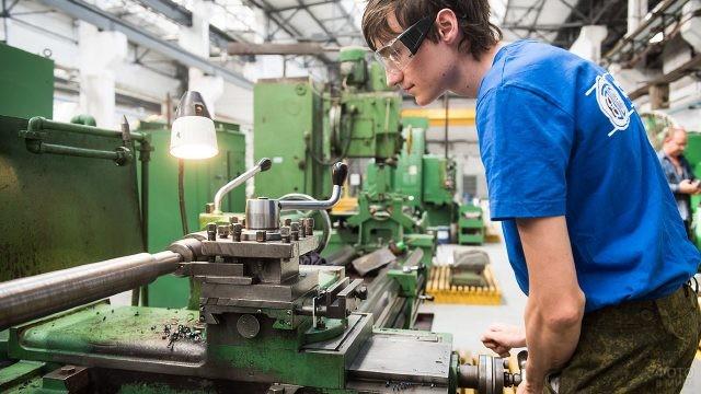Работник станкостроительного завода имени Седина в Краснодаре