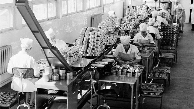 Рыбоконсервный завод в эстонском городе Пярну, 1960