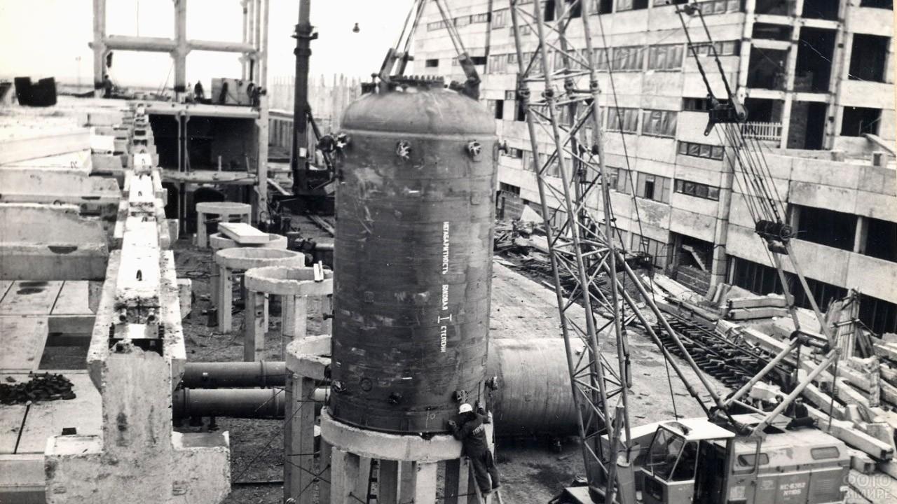 Строительство Томского нефтехимического комбината, 1980