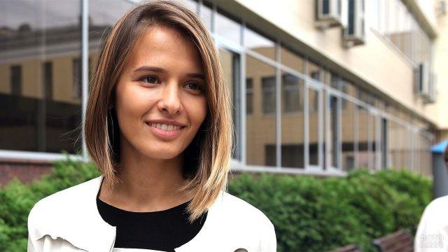 Актриса Любовь Аксенова в городе