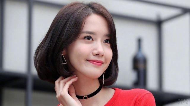 Корейская актриса Нора Мяо с улыбкой на лице