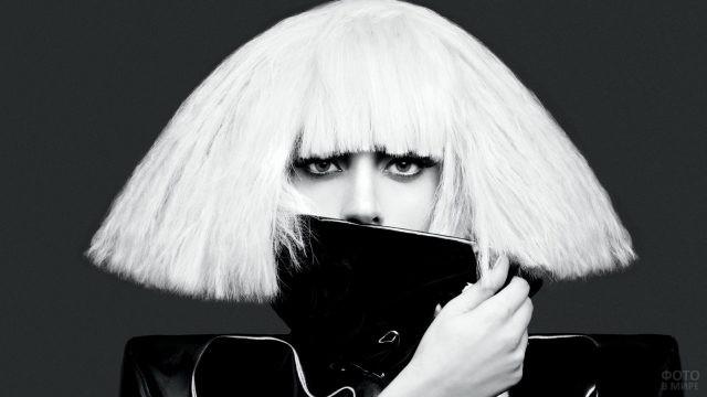 Леди Гага с белыми волосами