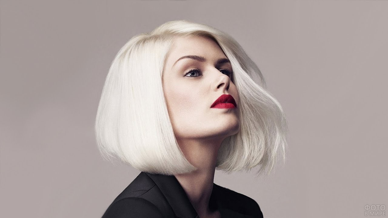 Платиновая блондинка с каре без чёлки