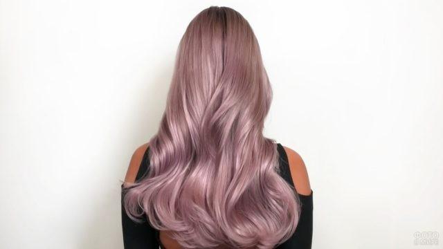 Девушка с платиновыми волосами