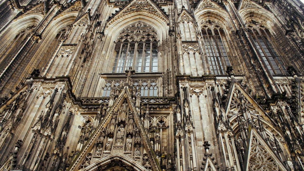 Фасад в готическом стиле