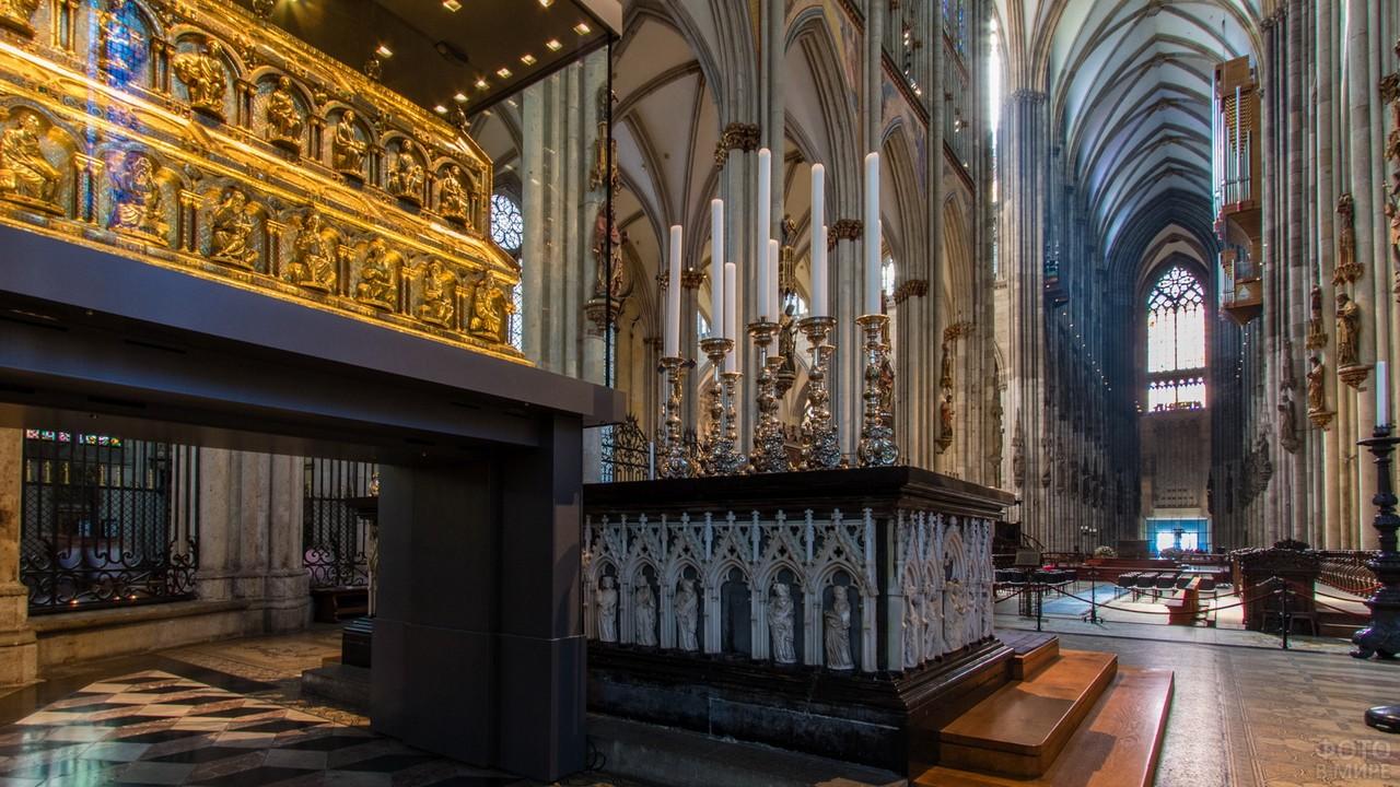 Убранство католического храма