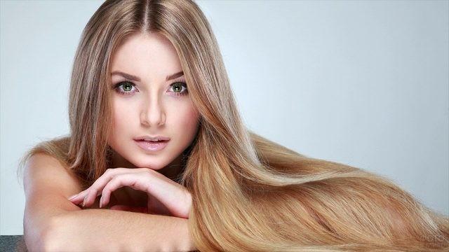 Длинные ухоженные русые волосы