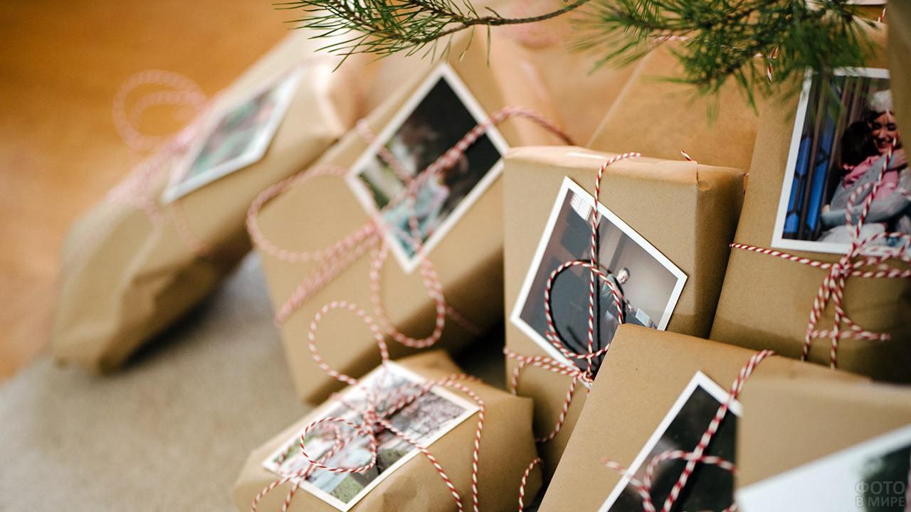 Упакованные в эко-стиле новогодние подарки