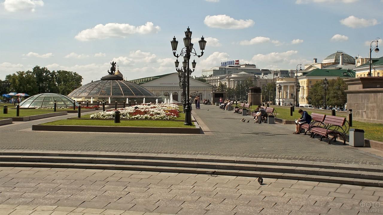 Прогулочная зона на Манежной площади