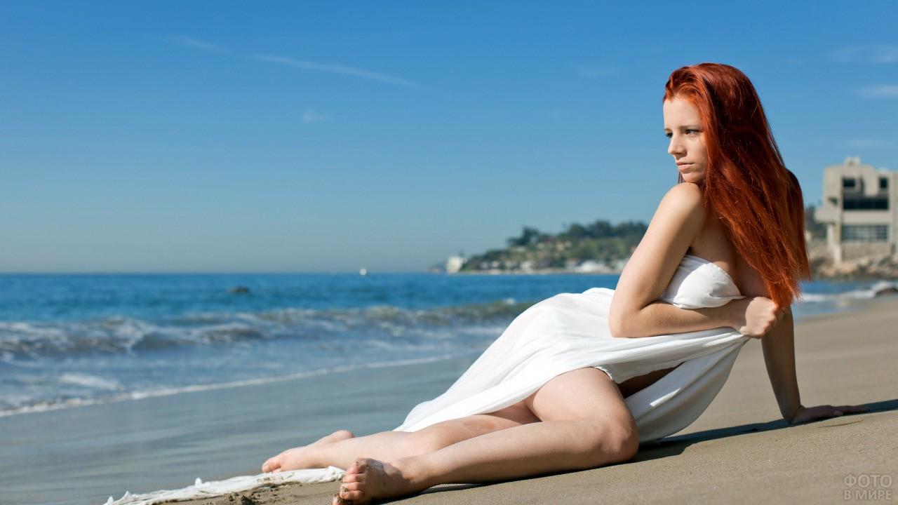 Девушка с рыжими волосами без чёлки