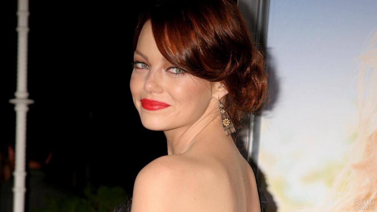 Эмма Стоун с вечерней причёской