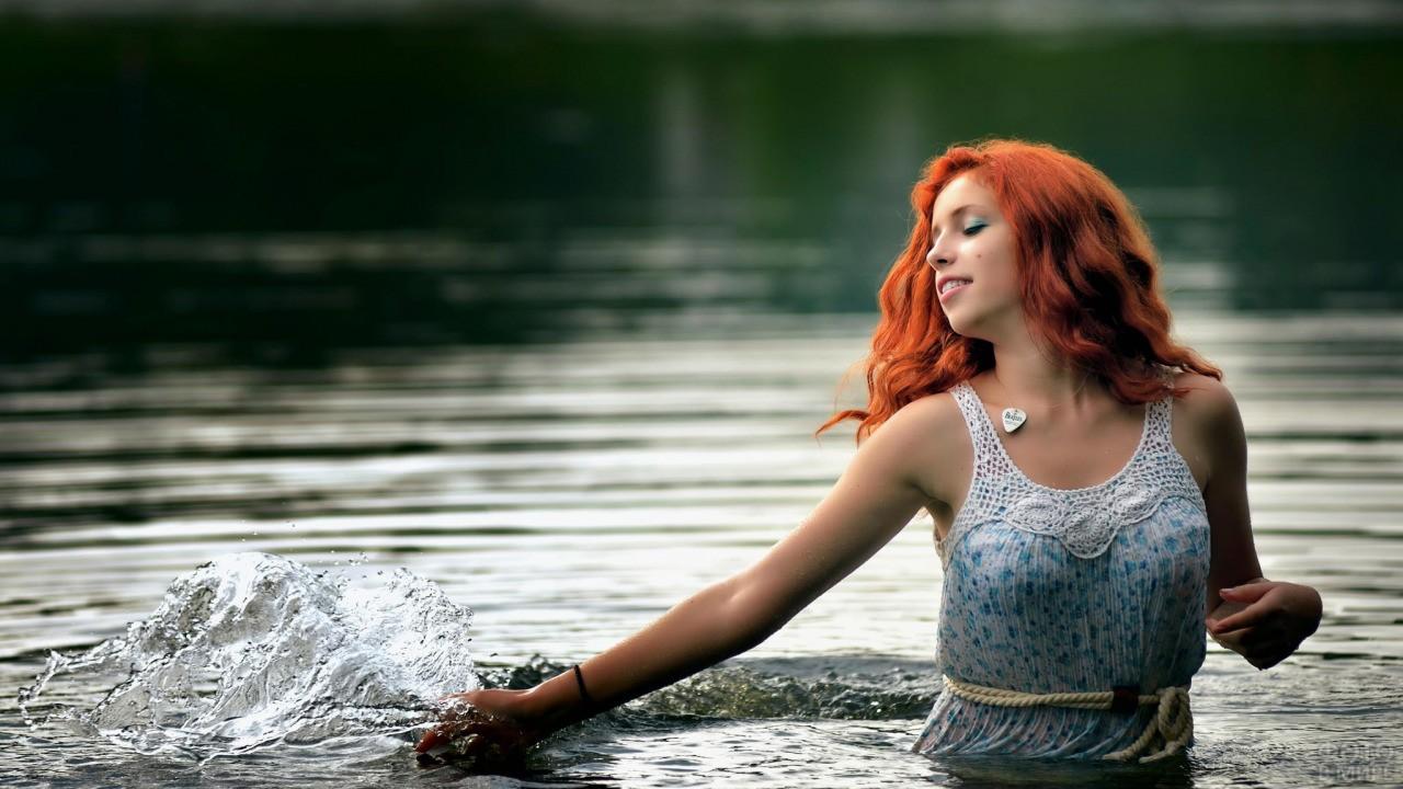 Рыжие волнистые волосы до плеч