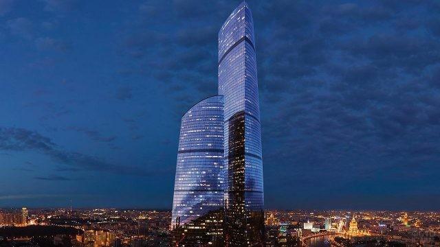 Башня Федерация на вечерней панораме Москвы