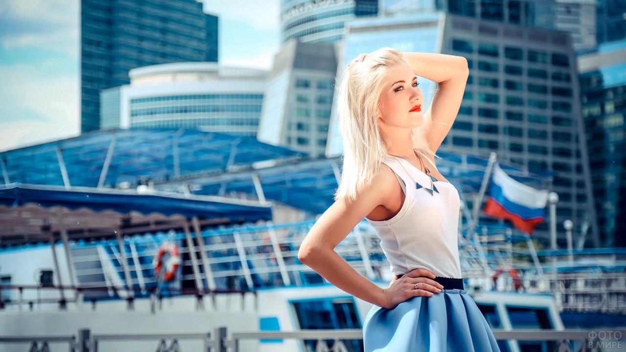 Красавица-блондинка в Москва-Сити