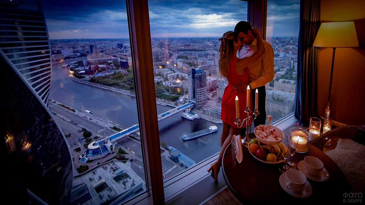 Романтический ужин в апартаментах с видом на ночную Москву