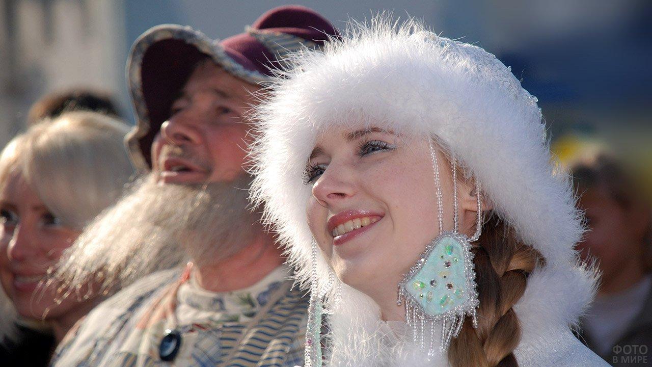 Снегурочка смотрит концерт в свой День рождения в Костроме