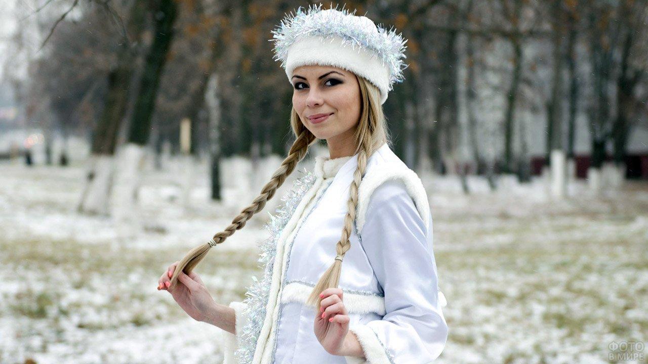 Снегурочка в парке в Чебоксарах