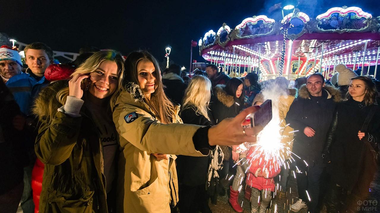 Гуляющие в новогоднюю ночь в Сочи-парке