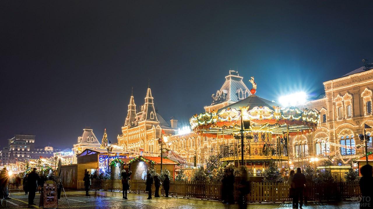Новый год в Москве с подсветкой на зданиях