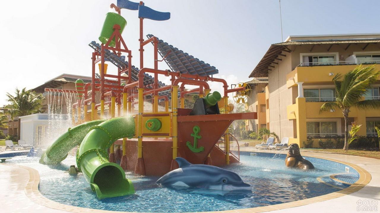 Пляж с бассейном и детской зоной для купания