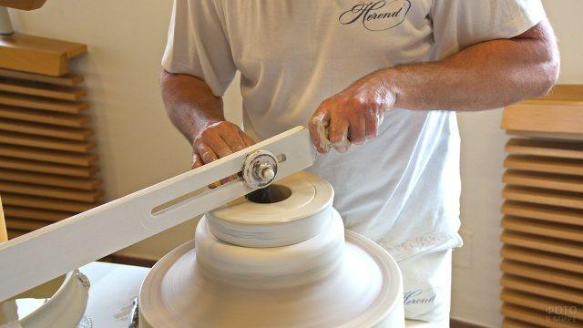 Перемешивание фарфора в форме