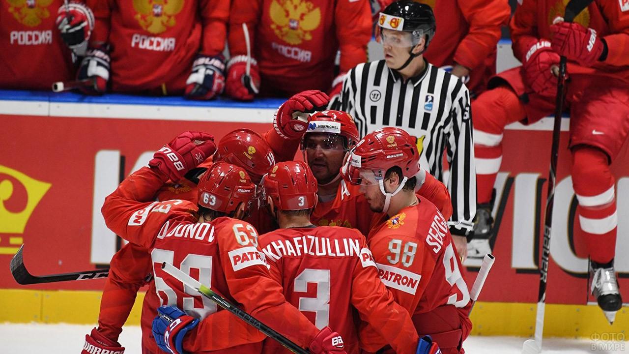 Команда Красной машины во время матча со шведами