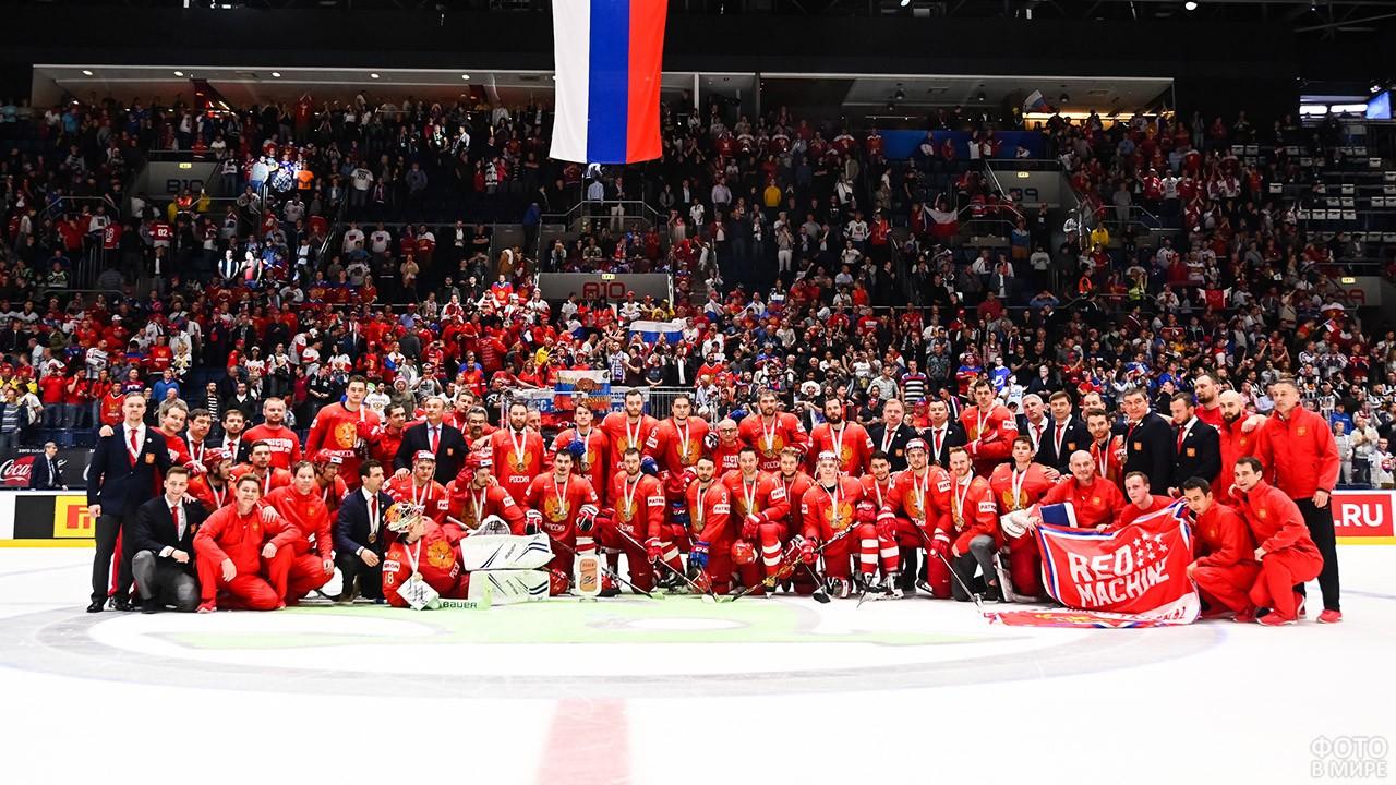 Красная машина на ЧМХ-19