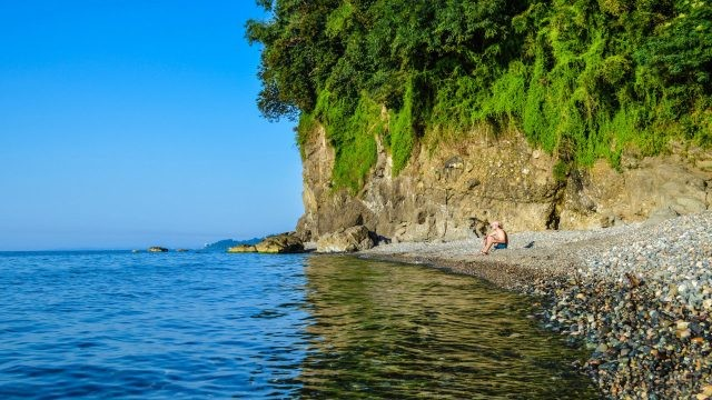 Дикий пляж Мцване-Концхи - Зелёный мыс - в Грузии